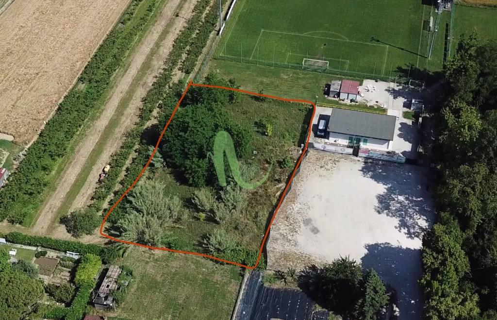 Terreno residenziale in Vendita a Cesenatico Centro: 1350 mq