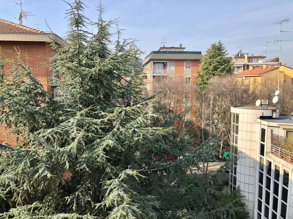 Foto 1 di Trilocale via Umberto Giordano 11, Bologna