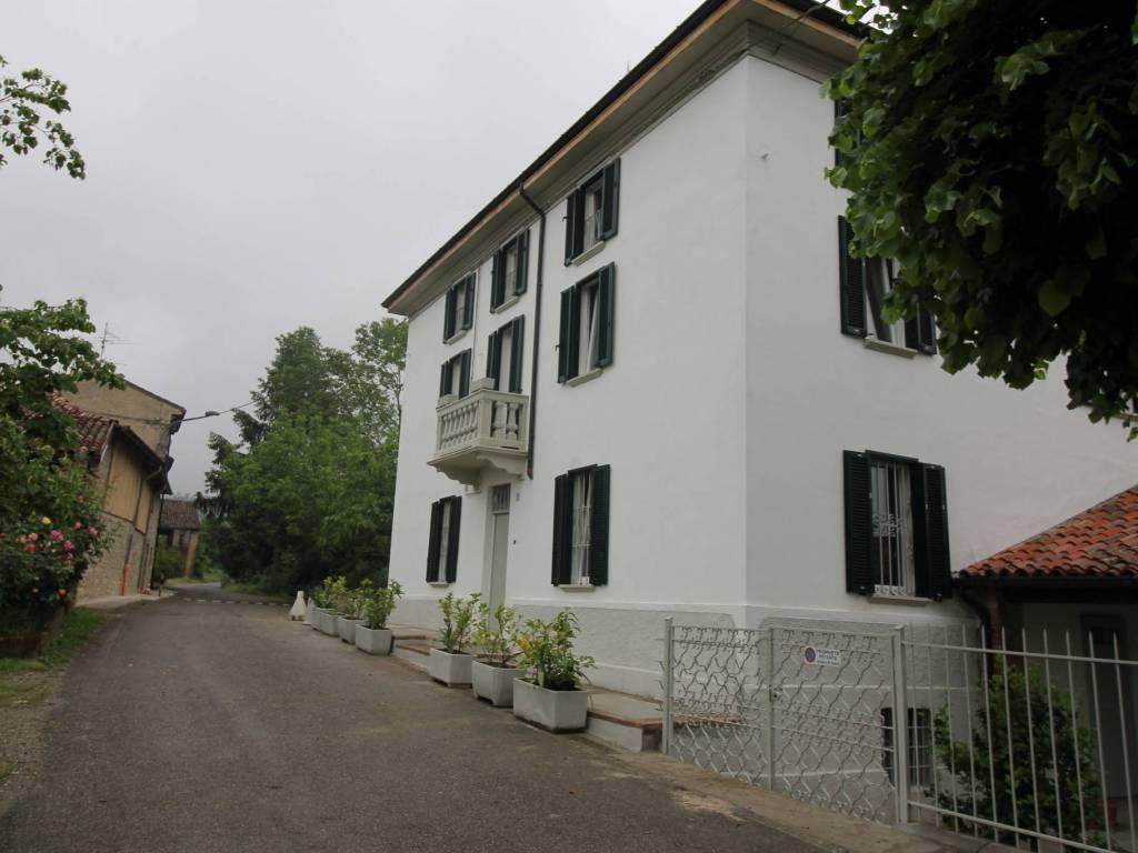 Foto 1 di Villa Località Valle-Castione 1, frazione Castione, Ponte Dell'olio