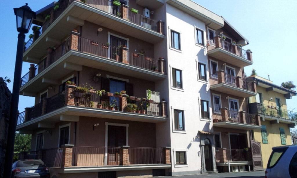 Appartamento in Affitto a Valverde Centro: 3 locali, 65 mq
