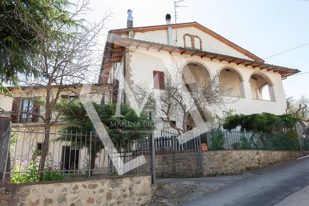 Casa indipendente in Vendita a Arezzo Periferia Est: 5 locali, 492 mq
