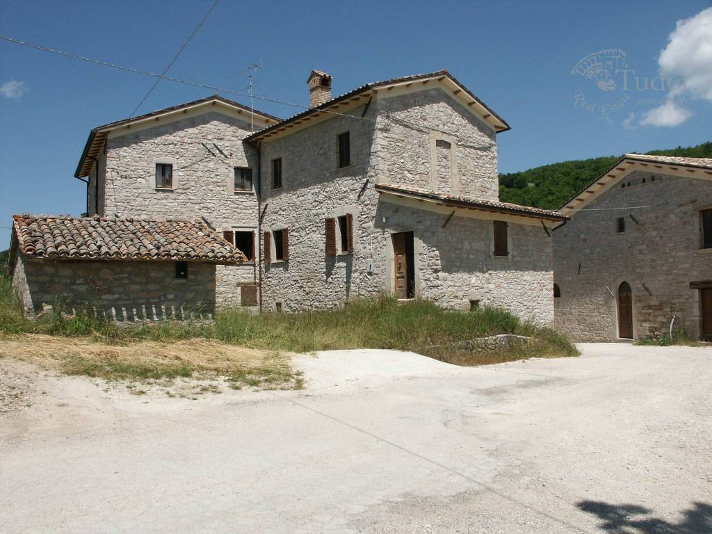 Rustico / Casale in vendita a Norcia, 30 locali, prezzo € 390.000   CambioCasa.it