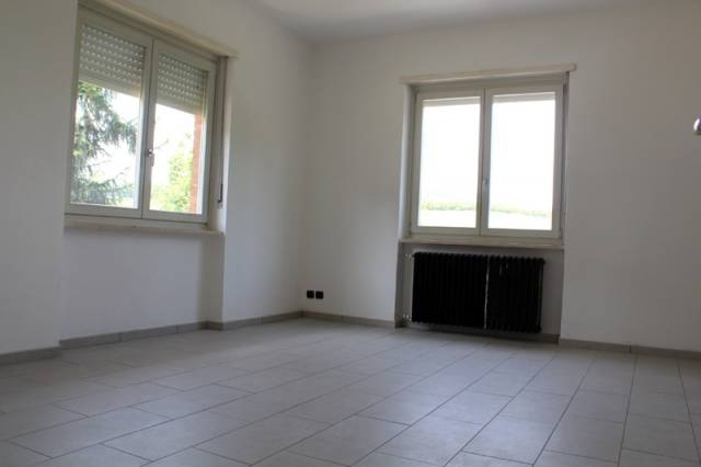 Appartamento in affitto a Alba, 4 locali, prezzo € 400 | Cambio Casa.it