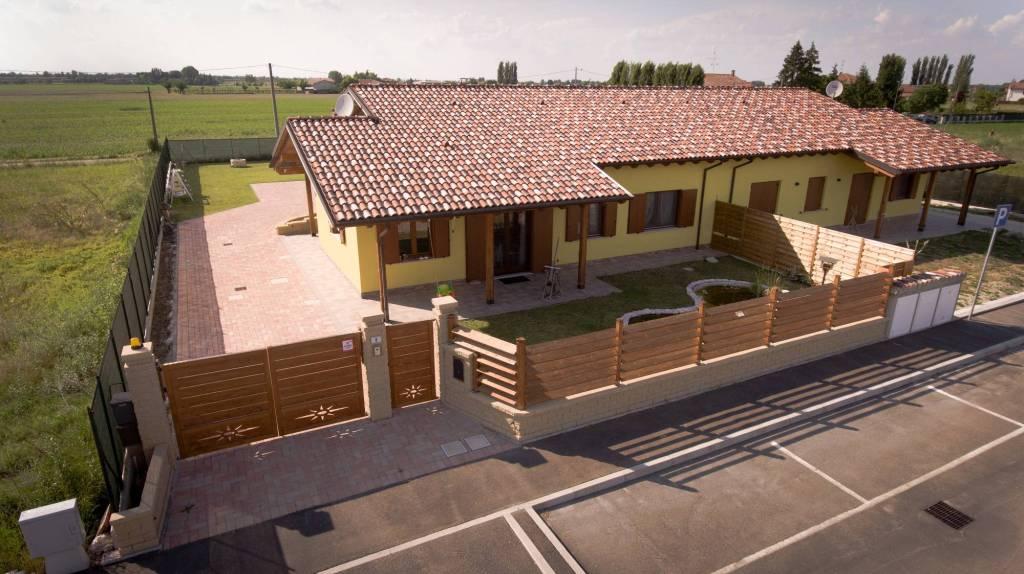 Foto 1 di Villa via Zambeccari, Castello D'argile