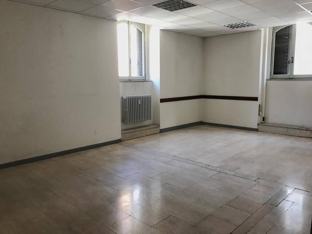 Ufficio / Studio in affitto a Pavia, 6 locali, prezzo € 1.000 | PortaleAgenzieImmobiliari.it
