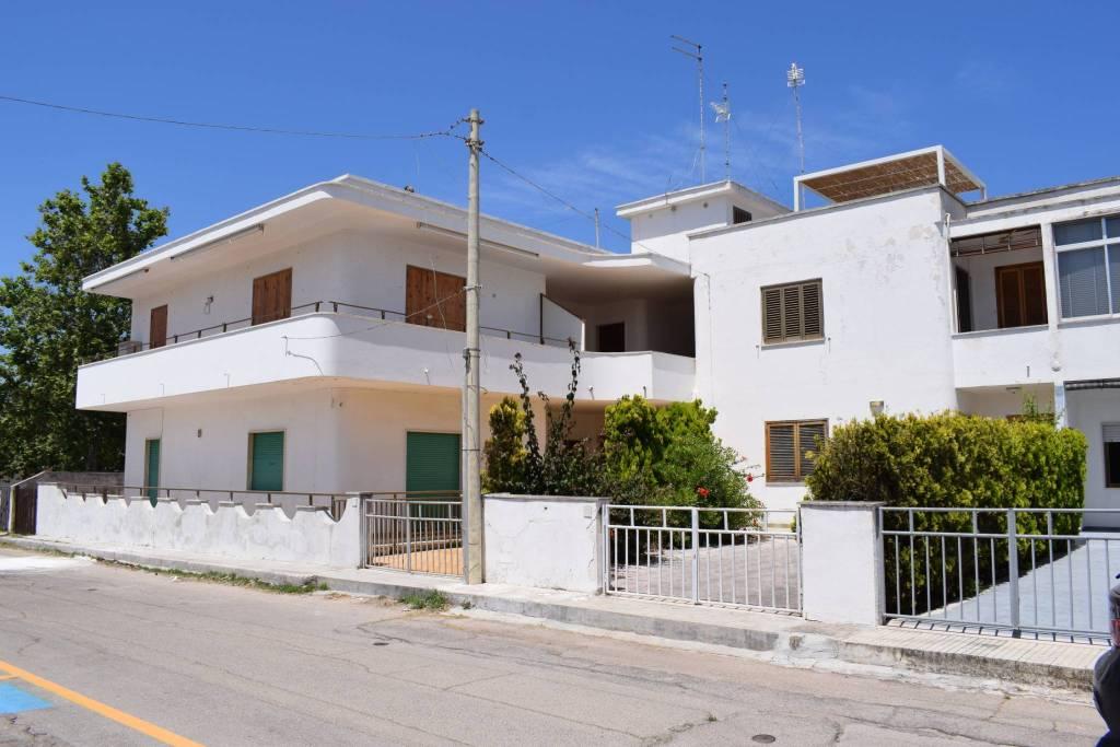 Appartamento in buone condizioni in vendita Rif. 8297161