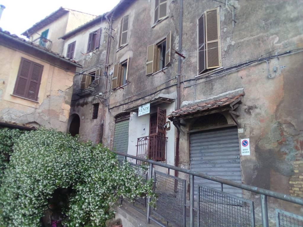 Appartamento in vendita a Genzano di Roma, 3 locali, prezzo € 109.000 | CambioCasa.it