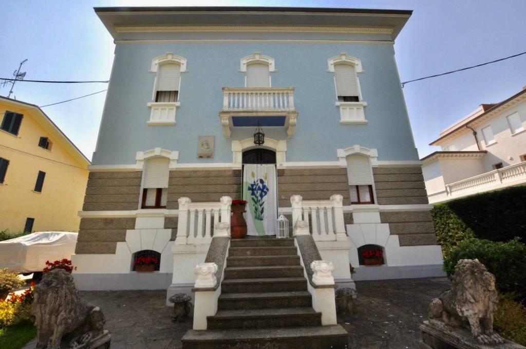 Appartamento in Vendita a Cesenatico Centro: 5 locali, 528 mq
