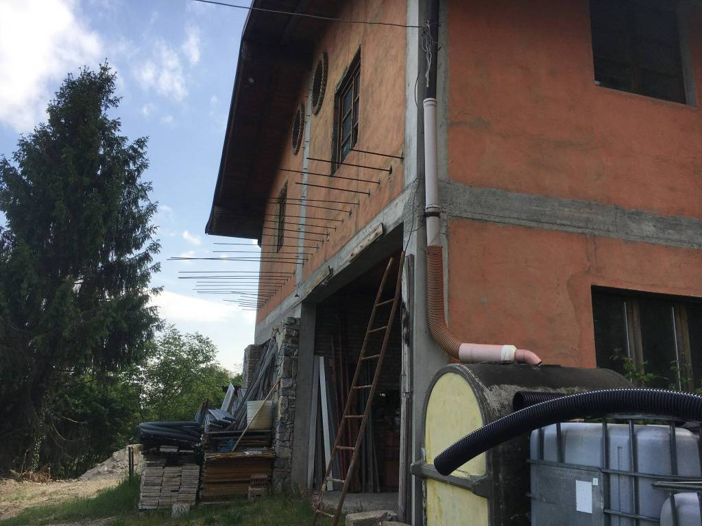 Rustico / Casale in vendita a Alzano Lombardo, 5 locali, prezzo € 115.000 | PortaleAgenzieImmobiliari.it