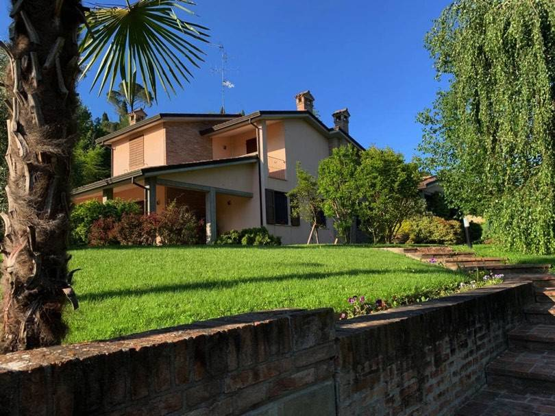 Foto 1 di Villa via Comezzano, Imola