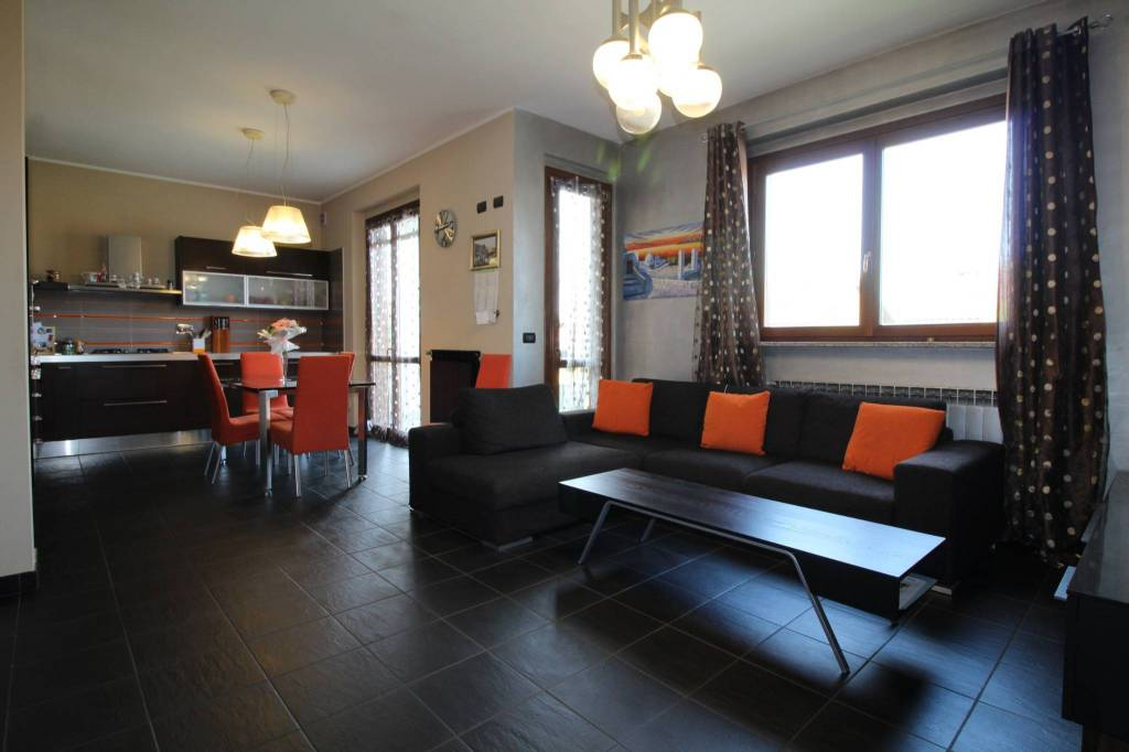 Appartamento in ottime condizioni in vendita Rif. 9467578
