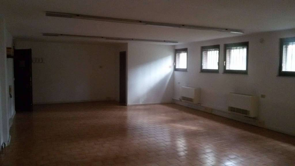 Ufficio / Studio in affitto a San Donato Milanese, 2 locali, prezzo € 1.200 | CambioCasa.it