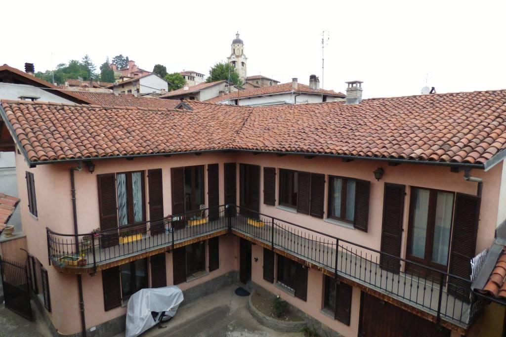Costigliole S. grande casa con due unità in centro via Roma 4