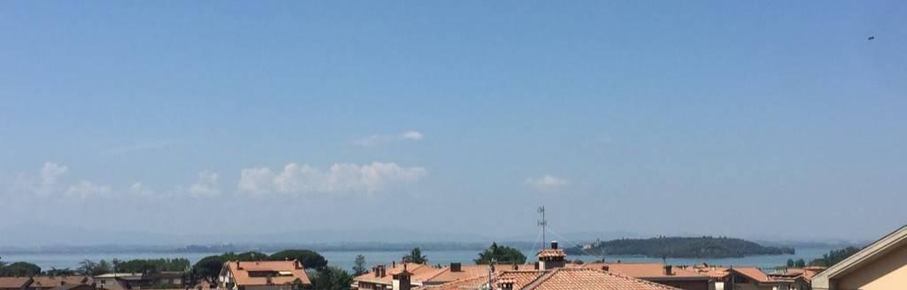 Appartamento in Vendita a Passignano Sul Trasimeno Centro: 4 locali, 112 mq