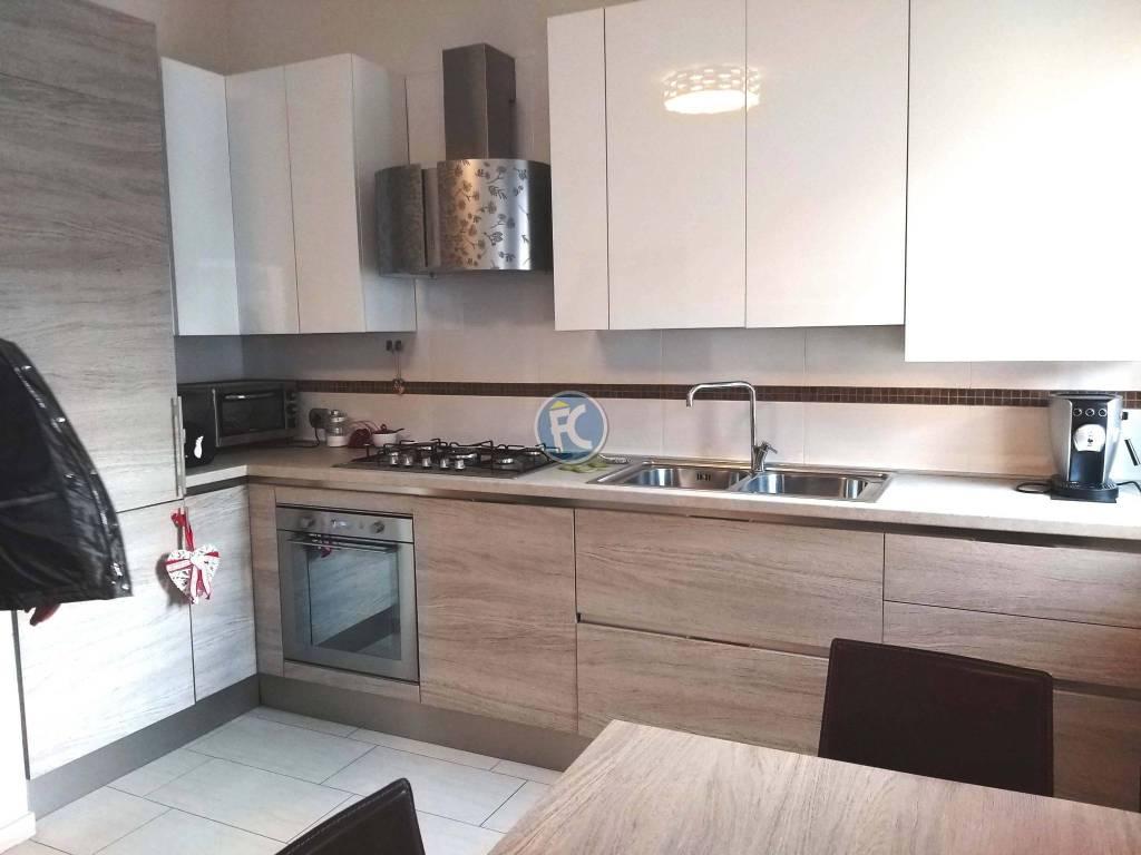 Appartamento in ottime condizioni parzialmente arredato in vendita Rif. 9319571