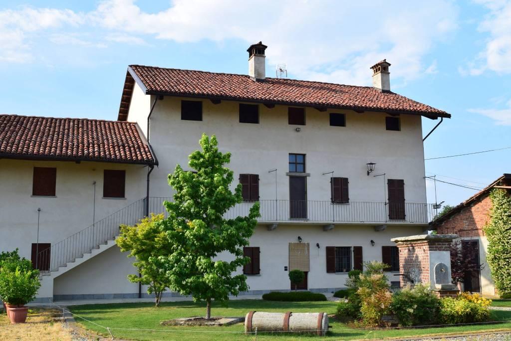 Foto 1 di Villa Frazione Cervignasco, frazione Cervignasco, Saluzzo