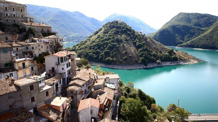 Foto 1 di Trilocale via Salvo Parodi, Colle Di Tora
