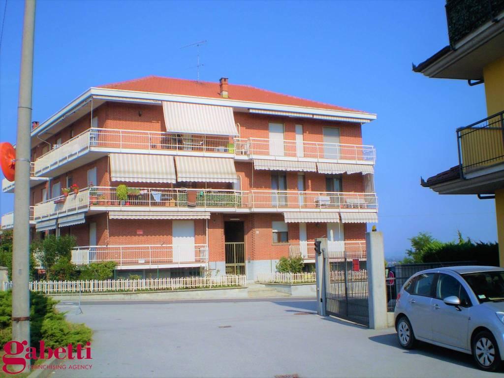 Appartamento in buone condizioni in vendita Rif. 8155393