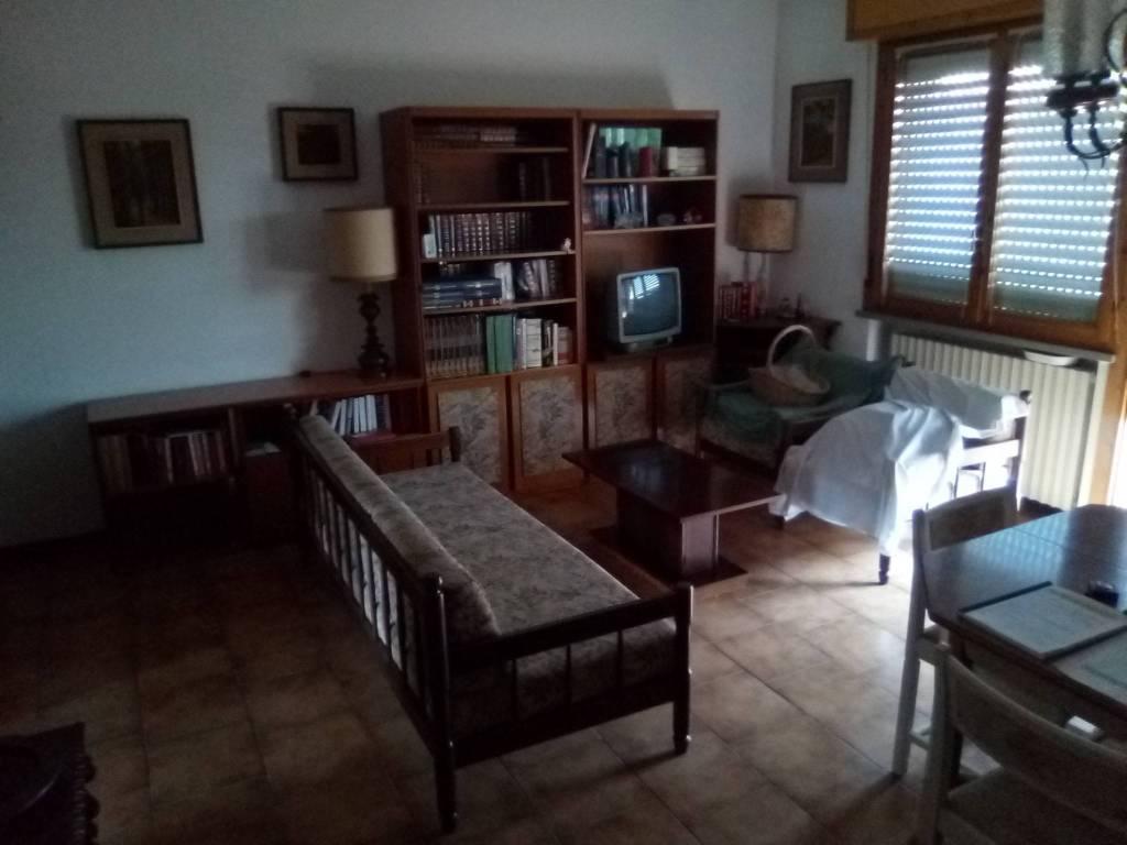 Appartamento in vendita a Guastalla, 3 locali, prezzo € 99.000 | CambioCasa.it