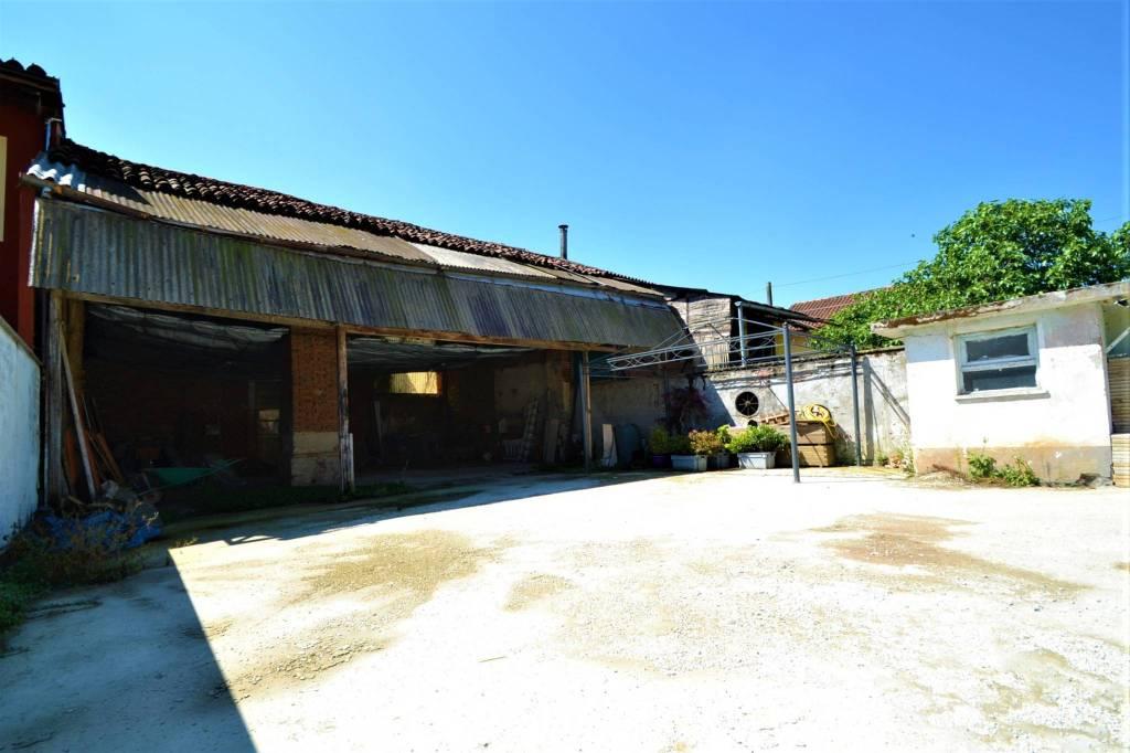 Foto 1 di Rustico / Casale via Calvetti, Piscina