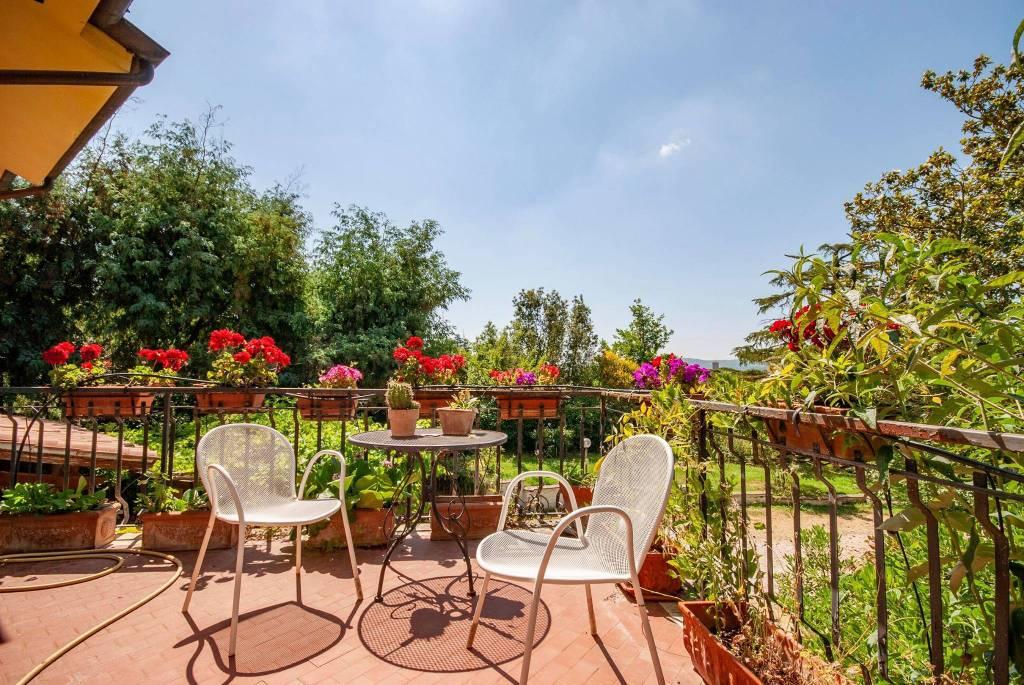 Villa in vendita a Sutri, 8 locali, prezzo € 275.000   CambioCasa.it