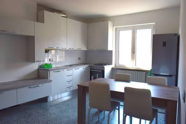 Appartamento in buone condizioni in affitto Rif. 5686172