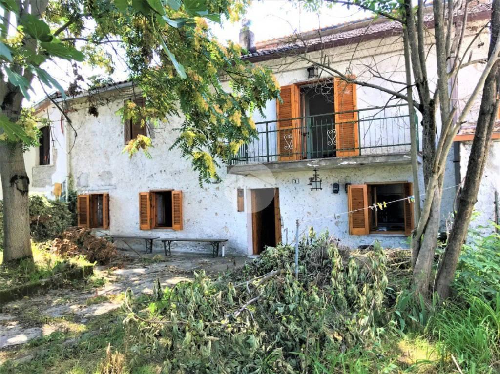 Casa Indipendente in buone condizioni in vendita Rif. 9196213