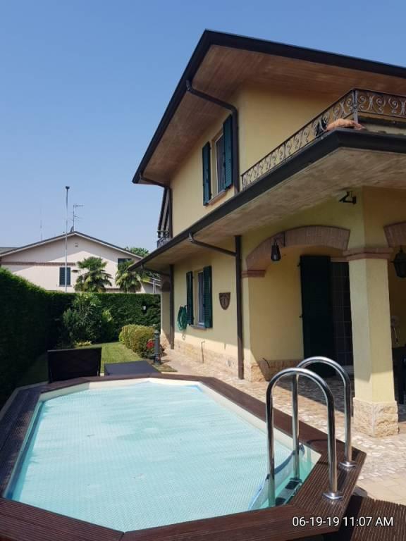 Villa in Vendita a Settala Centro: 5 locali, 232 mq
