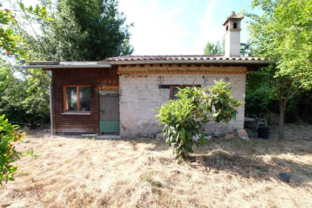 Rustico / Casale da ristrutturare in vendita Rif. 8546858