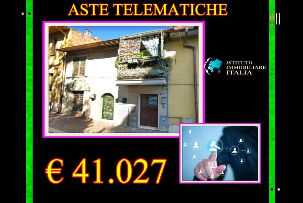 Appartamento in buone condizioni in vendita Rif. 9450941