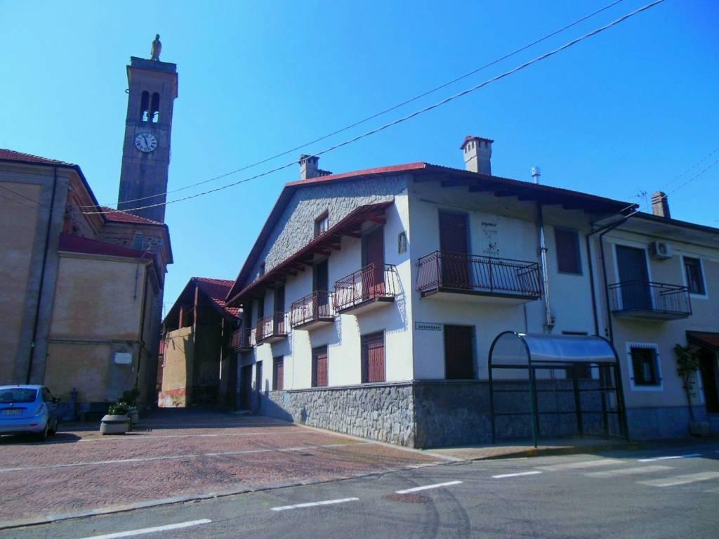 Foto 1 di Bilocale piazza San Nicolao 2, Vauda Canavese