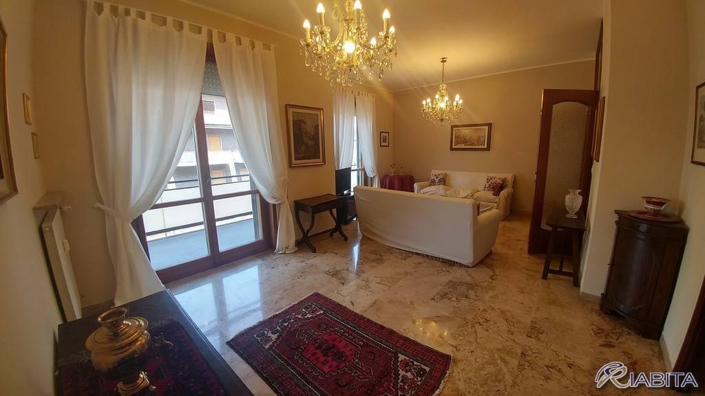 Appartamento in Affitto a Piacenza Centro: 2 locali, 105 mq
