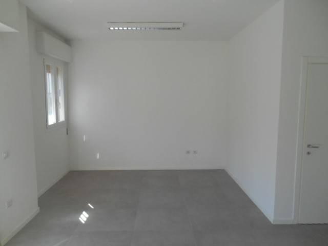 11-541 completamente ristrutturato ideale per ufficio o attività