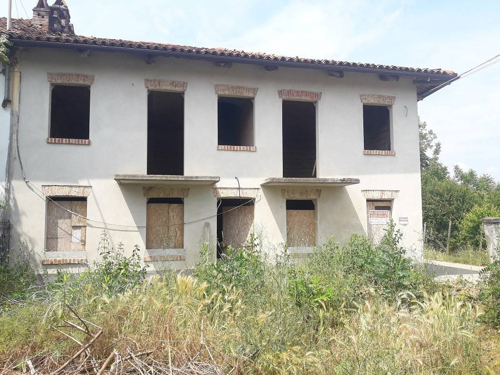 Foto 1 di Rustico / Casale strada Valperosa 24, frazione Valperosa, Tigliole