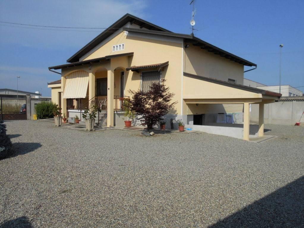 Foto 1 di Villa vicolo Alessandro Manzoni, Bianzè