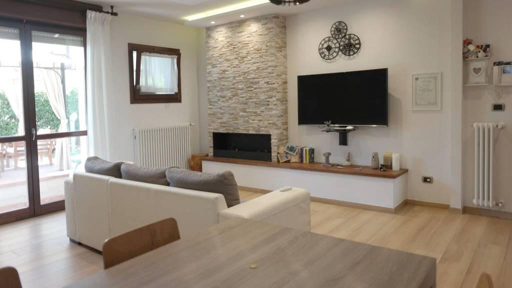 Appartamento in vendita a Calenzano, 2 locali, prezzo € 225.000 | CambioCasa.it