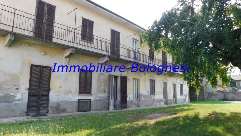 Villa in vendita a Lonate Pozzolo, 8 locali, prezzo € 128.000 | CambioCasa.it