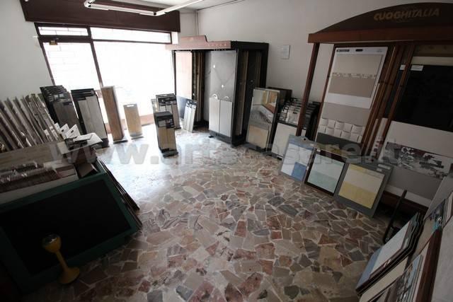 Negozio / Locale in vendita a Busto Garolfo, 2 locali, prezzo € 53.000 | PortaleAgenzieImmobiliari.it