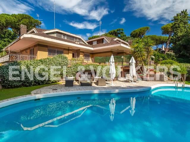 Villa in Vendita a Roma 23 Eur / Torrino: 5 locali, 585 mq