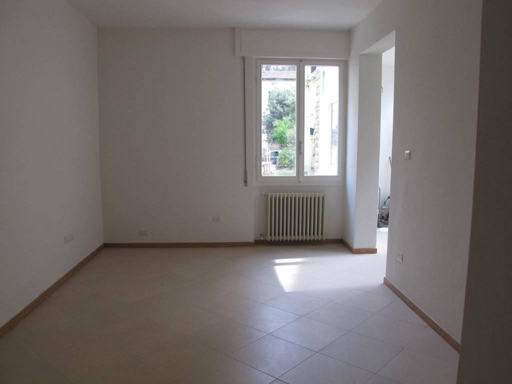 Appartamento in Vendita a Pistoia Semicentro: 4 locali, 80 mq