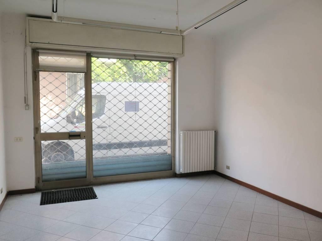 Negozio / Locale in vendita a Locate di Triulzi, 9999 locali, prezzo € 65.000 | CambioCasa.it