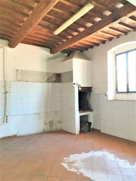 Appartamento in vendita via La Serra Carmignano