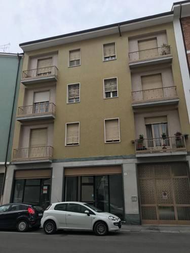 Negozio / Locale in affitto a Bra, 2 locali, prezzo € 550 | CambioCasa.it