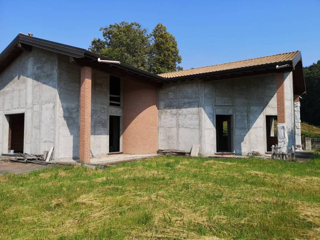 Villa in vendita a Gazzada Schianno, 7 locali, prezzo € 390.000 | PortaleAgenzieImmobiliari.it