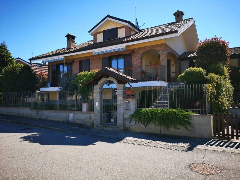 Villa in vendita a San Giusto Canavese, 8 locali, prezzo € 270.000   CambioCasa.it