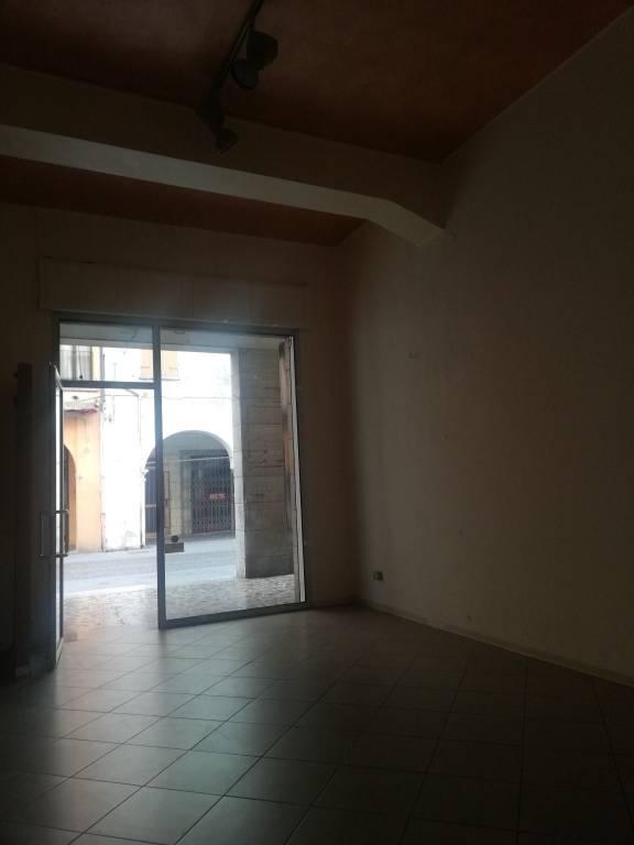 Negozio / Locale in affitto a Viadana, 2 locali, prezzo € 600 | CambioCasa.it