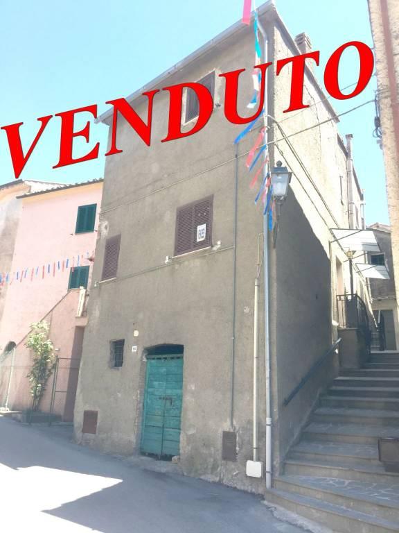 Appartamento in buone condizioni in vendita Rif. 9259586