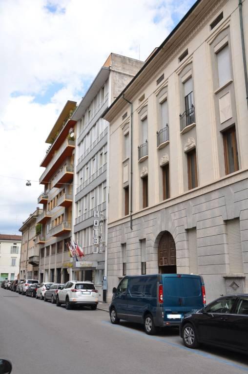 Foto 1 di Palazzo / Stabile via Fabio Filzi, Mantova