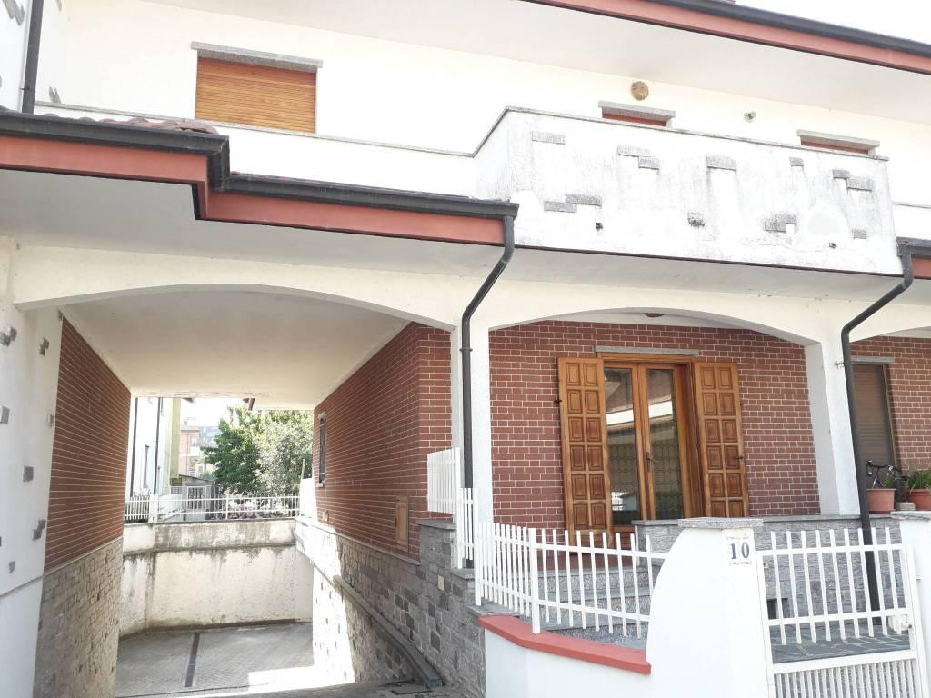 Appartamento in vendita a Santhià, 5 locali, prezzo € 130.000 | CambioCasa.it
