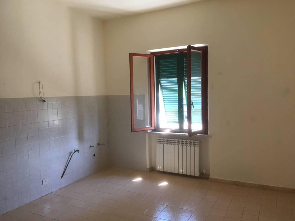 Appartamento in Affitto a Pontedera: 5 locali, 98 mq